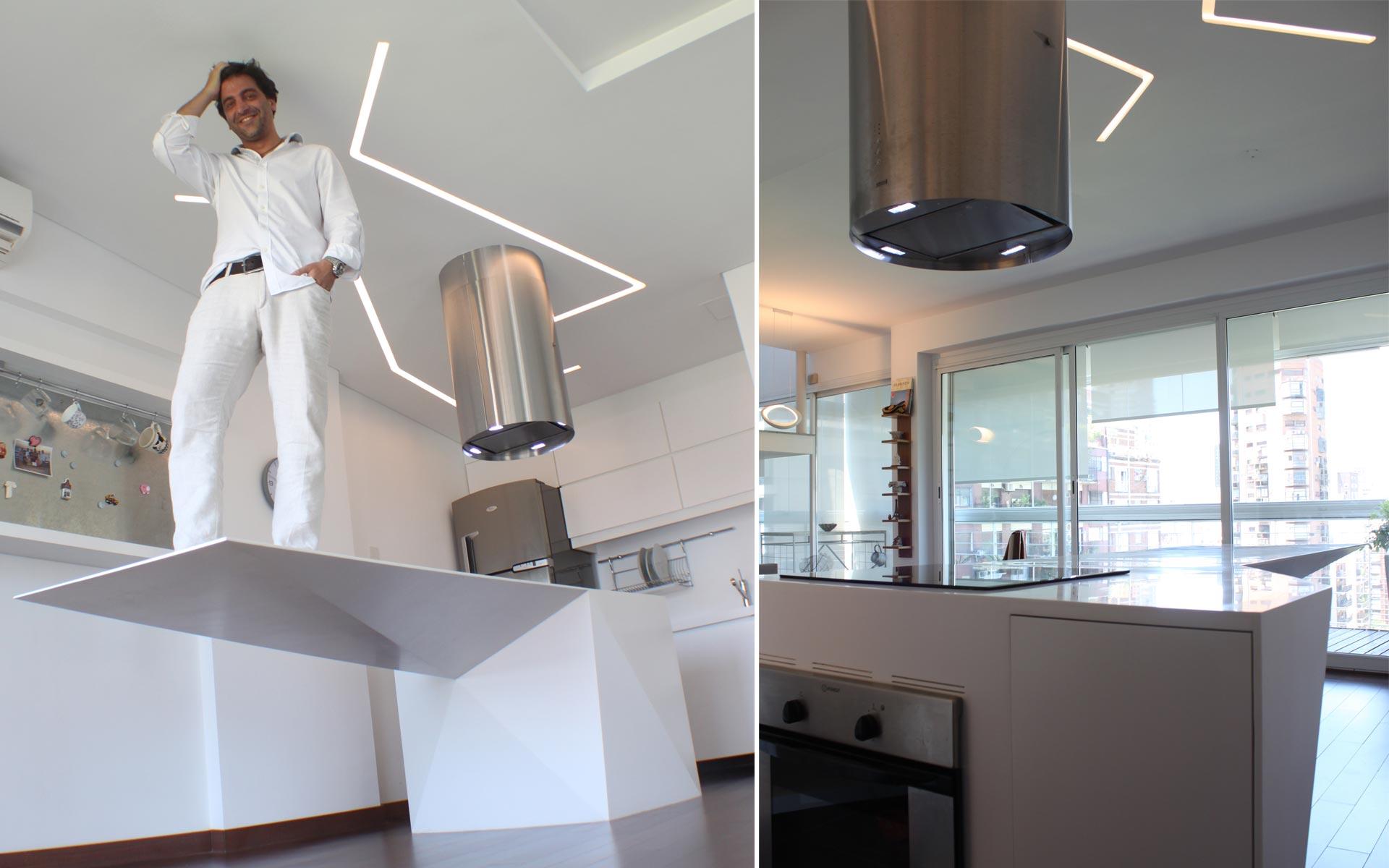 Reforma ph y departamento, deco. Arquitecto parado sobre mesada flotante en corian blanco y Detalles exclusivos cocina