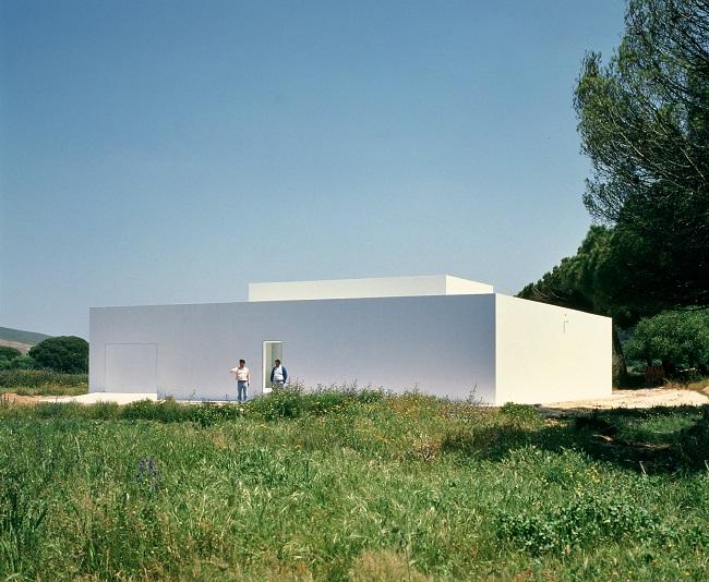 Arquitectura, casa Gaspar, un prisma puro blanco del arquitecto Campo Baeza