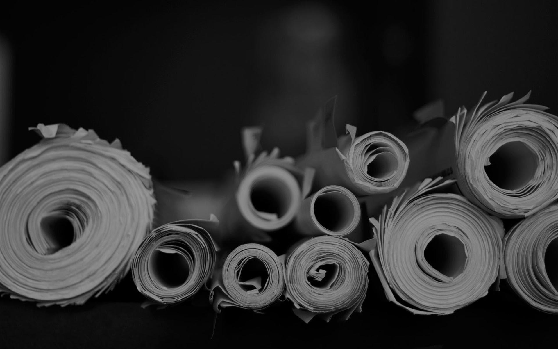 Rollos de planos en blanco y negro