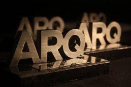 Estatuilla trofeo de los premios Arq que el estudio de arquitectura NOA fue premiado