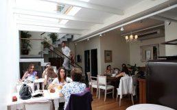 Bar DBA, reforma PH doble altura con techo de vidrio sobre el salón comedor