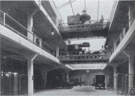 Arquitectura Doble altura y puentes móviles del Garage Ponthieu del arquitecto Perret